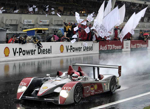 Audi R10 crossing the finish line - Le Mans 2007